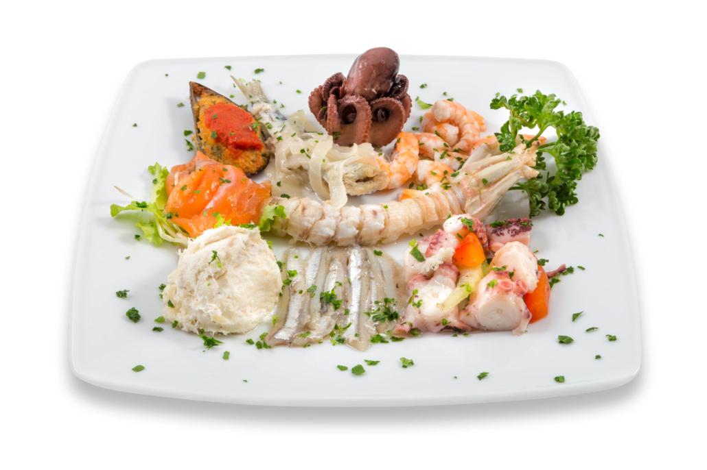 Piatto antipasto di pesce crudo