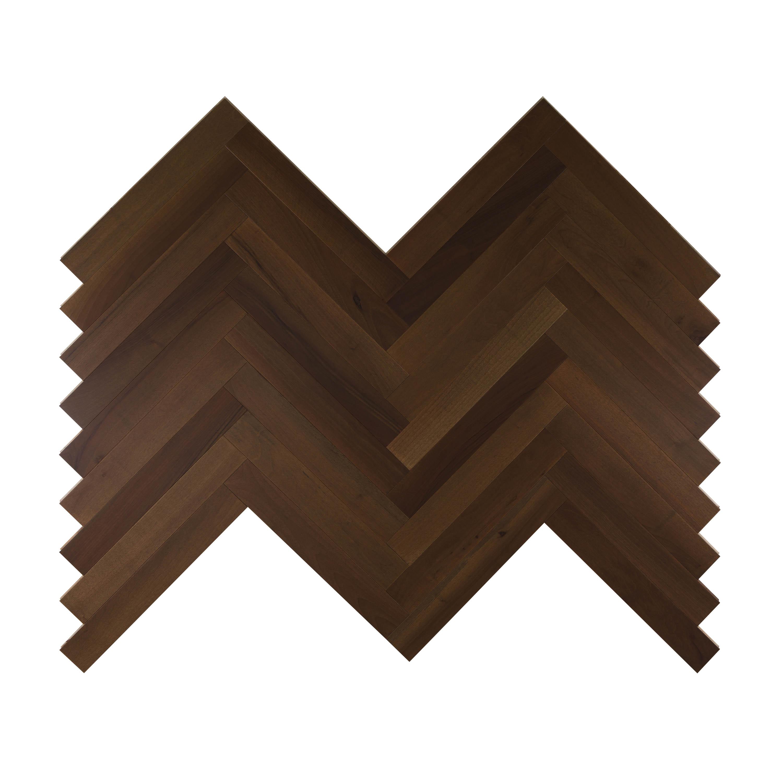 Pavimento in legno scuro disposto a spina italiana