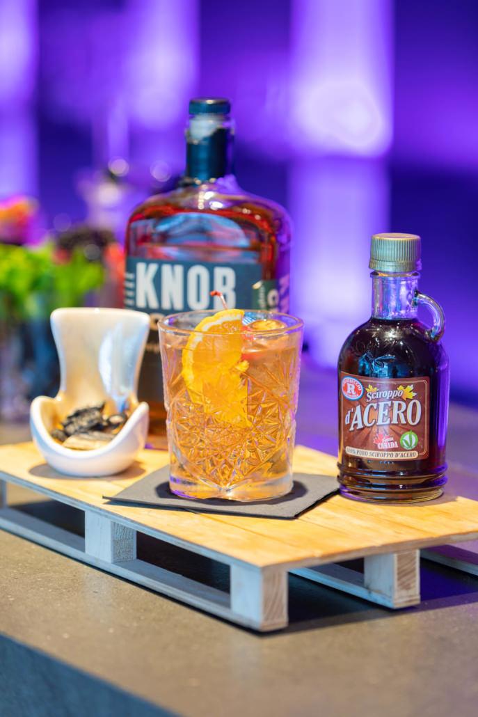 Cocktail alcolico a base di Knob e Sciroppo d'acero canadese