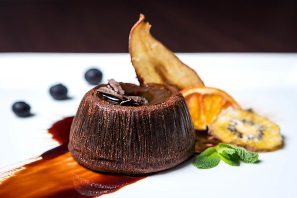 Servizio fotografico a piatto dolce tortino al cioccolato