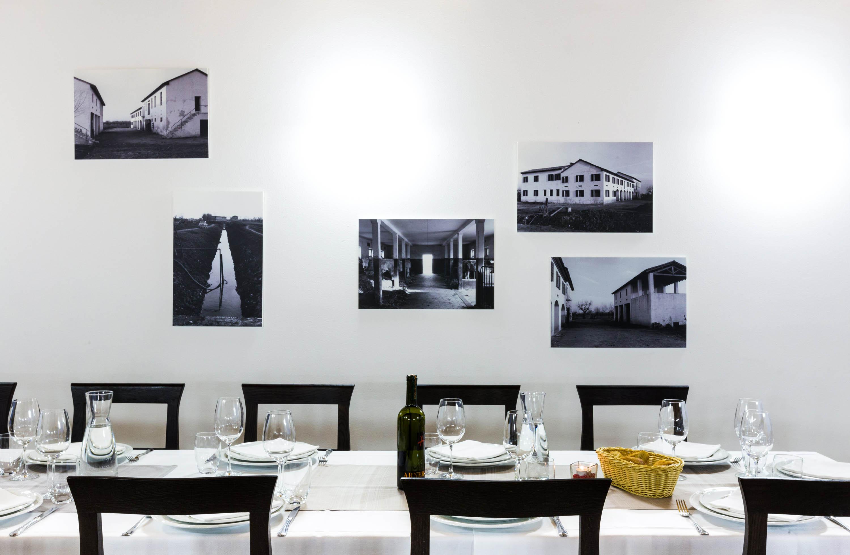 Servizio fotografico ristorante foto di design parete con fotografie e profilo delle sedie